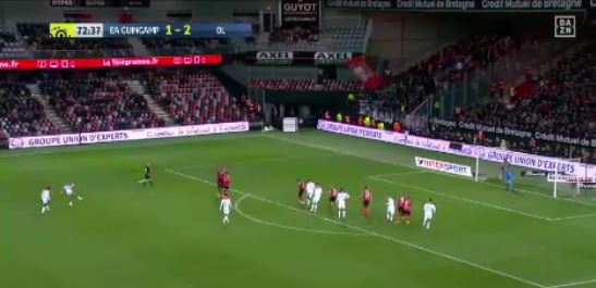 Depays perfekter Freistoß gegen EA Guingamp