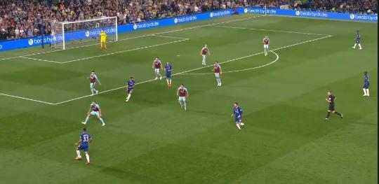 Ashley Barnes rettet Burnley Punkt gegen Chelsea