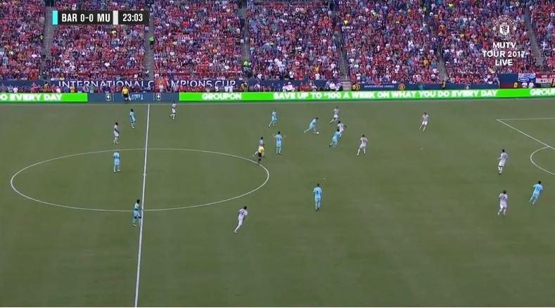 Oh dear God: Luis Suárez lässt sich gegen United fallen