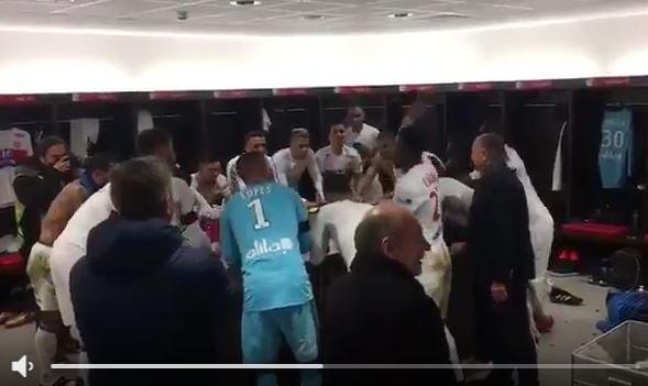 Olympique-Lyon-Spieler feiern Sieg gegen PSG