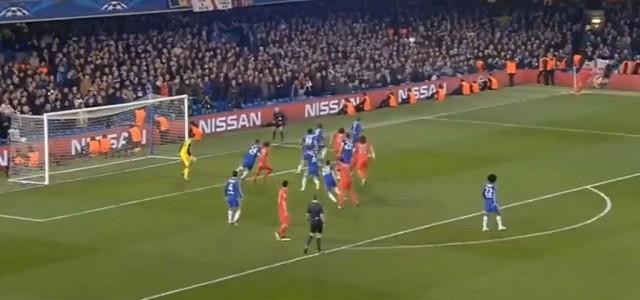 David Luiz köpfelt zum 1:1 gegen Chelsea ein