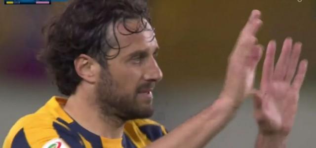 Emotional: Luca Toni wird von Hellas-Fans verabschiedet