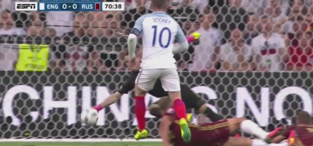 Akinfeevs starke Parade gegen Wayne Rooney