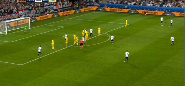 Shkodran Mustafi trifft gegen die Ukraine zum 1:0