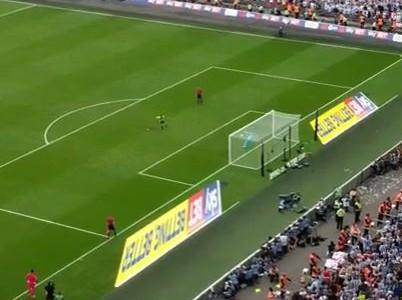 Der entscheidende Elfer aus Sicht der Huddersfield-Fans