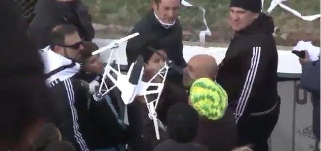 Argentinien: Flugdrohne von Fans auf den Boden geholt