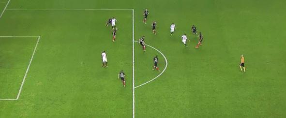 Herrlich herausgespielt: FC Sevilla trifft gegen Lüttich