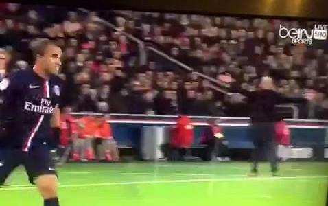 Zlatan trifft gegen den FC Nantes und jubelt gleichzeitig