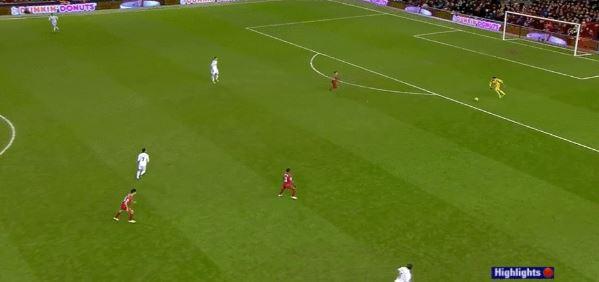 Schlimmer Fehler von Goalie Łukasz Fabiański (Swansea) gegen Liverpool