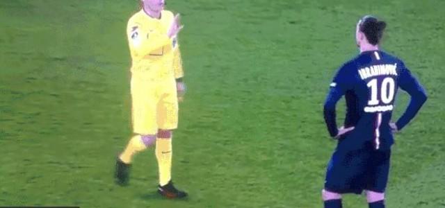 Zlatan Ibrahimovic ignoriert den Schiedsrichter