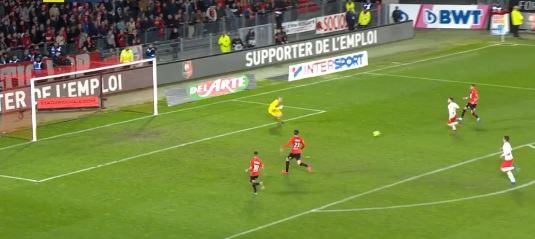 Rennes-Stürmer Adrien Hunou vergibt 100%ige Chance