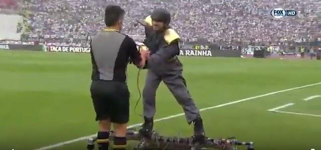 Portugiesisches Cupfinale: Mann auf Drohne bringt Schiedsrichter den Matchball