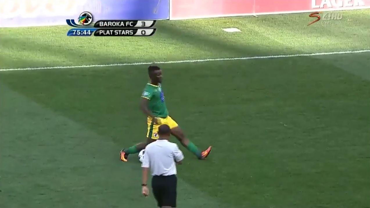 Südafrikanischer Kicker sieht Gelb wegen Verhöhnung