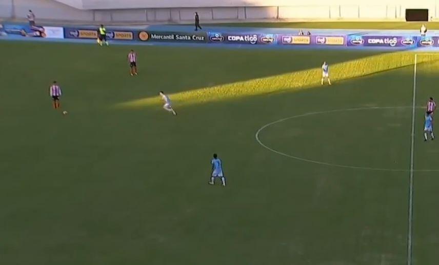 Der Ball war frei: Kurioser Treffer in der bolivianischen Liga