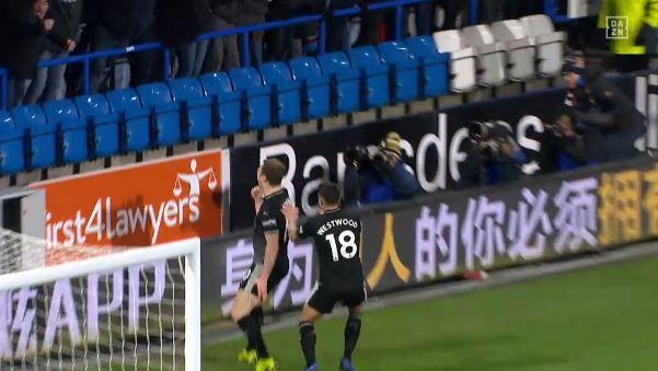 Ashley Barnes erzielt Siegtreffer für Burnley in Huddersfield