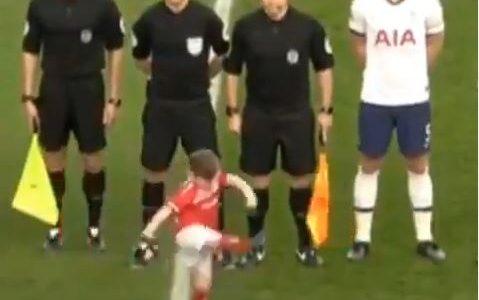 Middlesbrough-Begleitkind schnappt sich den Ball – und trifft!