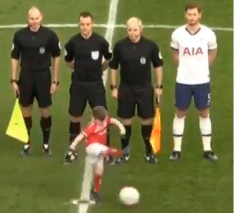 Middlesbrough-Begleitkind schnappt sich den Ball - und trifft!