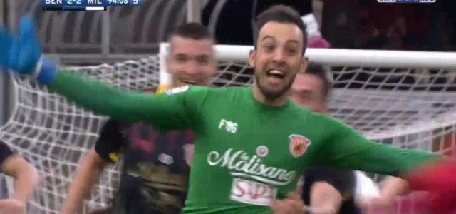 Benevento-Torhüter Brignoli köpft das 2:2 gegen den AC Milan (95.)