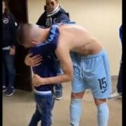 Herzzerreißend: Juanmi Callejón und der kleine Bolívar-Fan