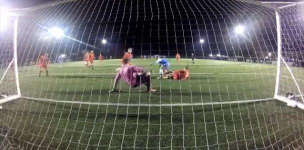 Irrer Torhüter-Reflex in Englands zehnter Spielklasse