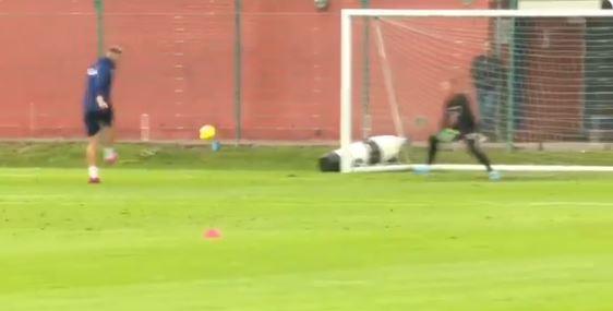 Nicklas Bendtner verhaut in Kopenhagen-Training so ziemlich jede Chance…