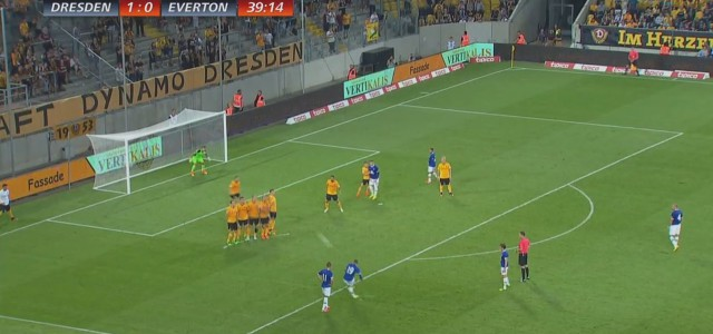 Gerard Deulofeus (Everton FC) geniales Freistoßtor gegen Dynamo Dresden