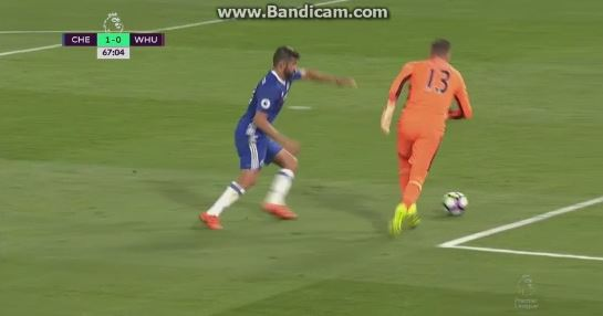 Nicht mal Gelb: Diego Costas brutales Foul gegen Adrián
