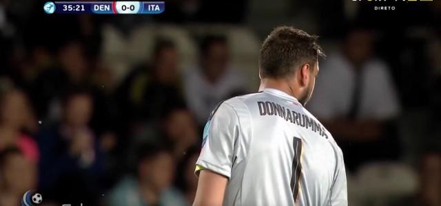 Italienische Fans bewerfen Donnarumma mit Spielgeld
