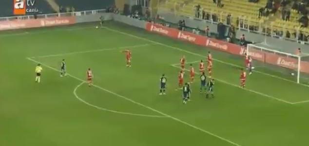 Sener Özbayraklis Supertor für Fenerbahce gegen Antalyaspor