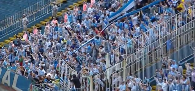 Ball bleibt im tiefen Boden liegen: Kurioses Tor aus der brasilianischen Serie A