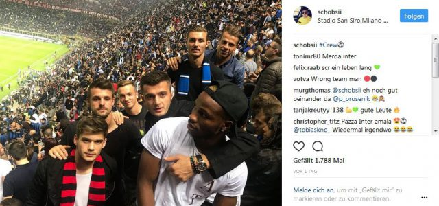 Rapid-Spieler relaxen beim Mailand-Derby