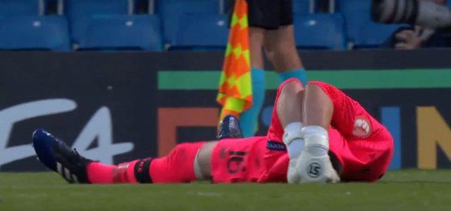 Rot für Irlands U17-Torhüter während des Elfmeterschießens