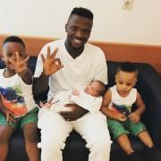 Kayode feiert seinen jüngsten Sprössling auf Instagram