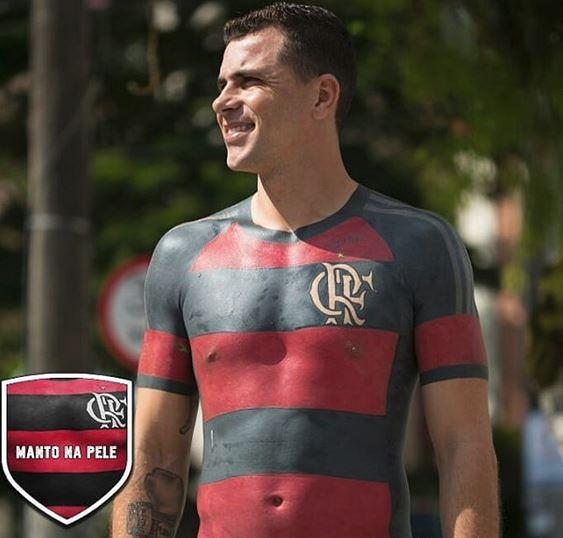 Flamengo-Fan ließ sich Heimtrikot auf den Oberkörper tätowieren