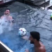 Messi, Suárez und der Kopfball-Battle im Pool