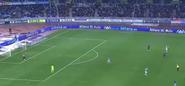 Neymar stiehlt dem Keeper den Ball – und sieht Gelb