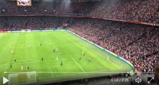 Ajax-Spieler unterbrechen für Nouris Applaus das Spiel gegen Nizza