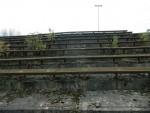 Gewellte Tribünen am Trainingsplatz von Garbania Krakau (Polen)