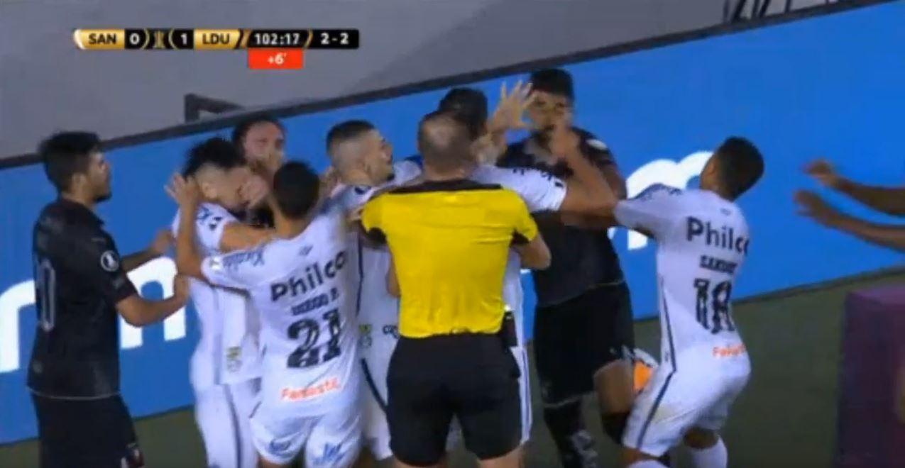 3mal Rot, 24 Minuten Nachspielzeit: Schlägerei in der Copa Libertadores
