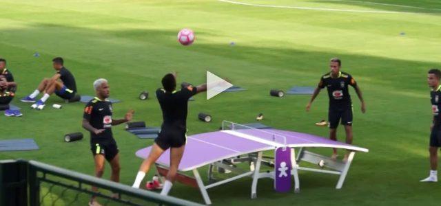 Selecao-Stars spielen Tischtennis-Fußball
