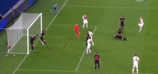 Sicheres Tor verhindert: Ibrahimovic köpft Rakitskiys Schuss von der Linie